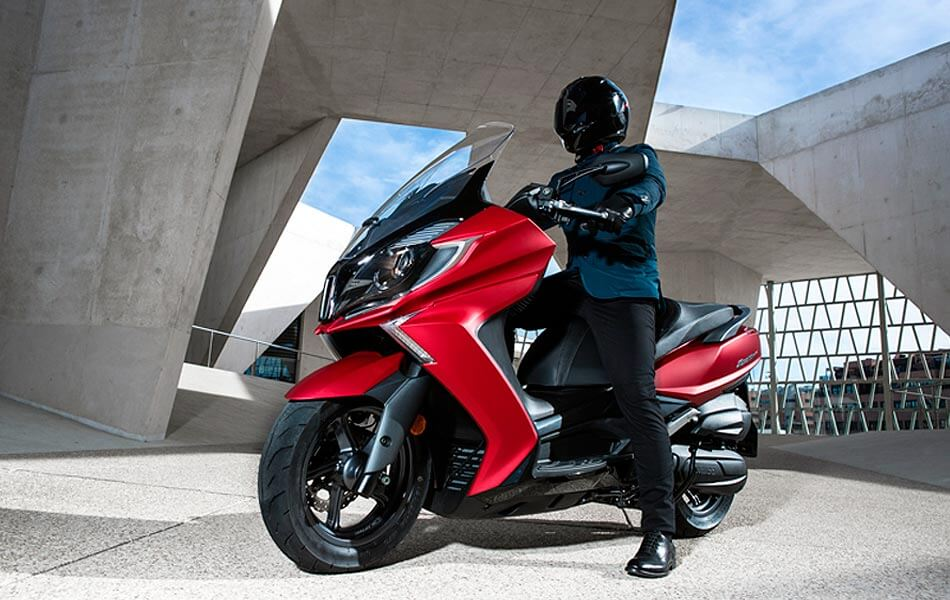 kymco super dink 125 2017 ambiente lateral 2
